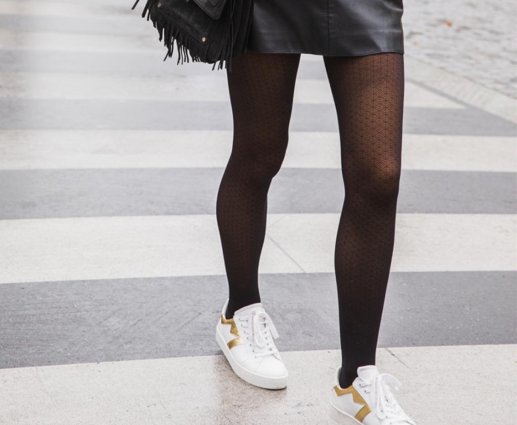 """<img src=""""jupe en cuir avec sneakers.jpg"""" alt=""""jupe en cuir avec sneakers"""">"""